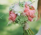 Bouquet di peonie e daucus carota (queen anne's lace)