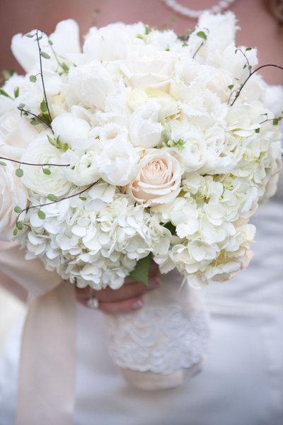 Bouquet Sposa Rose E Ortensie.Bouquet Bianco Di Ranuncoli Ortensie E Rose Feelings In 2pics