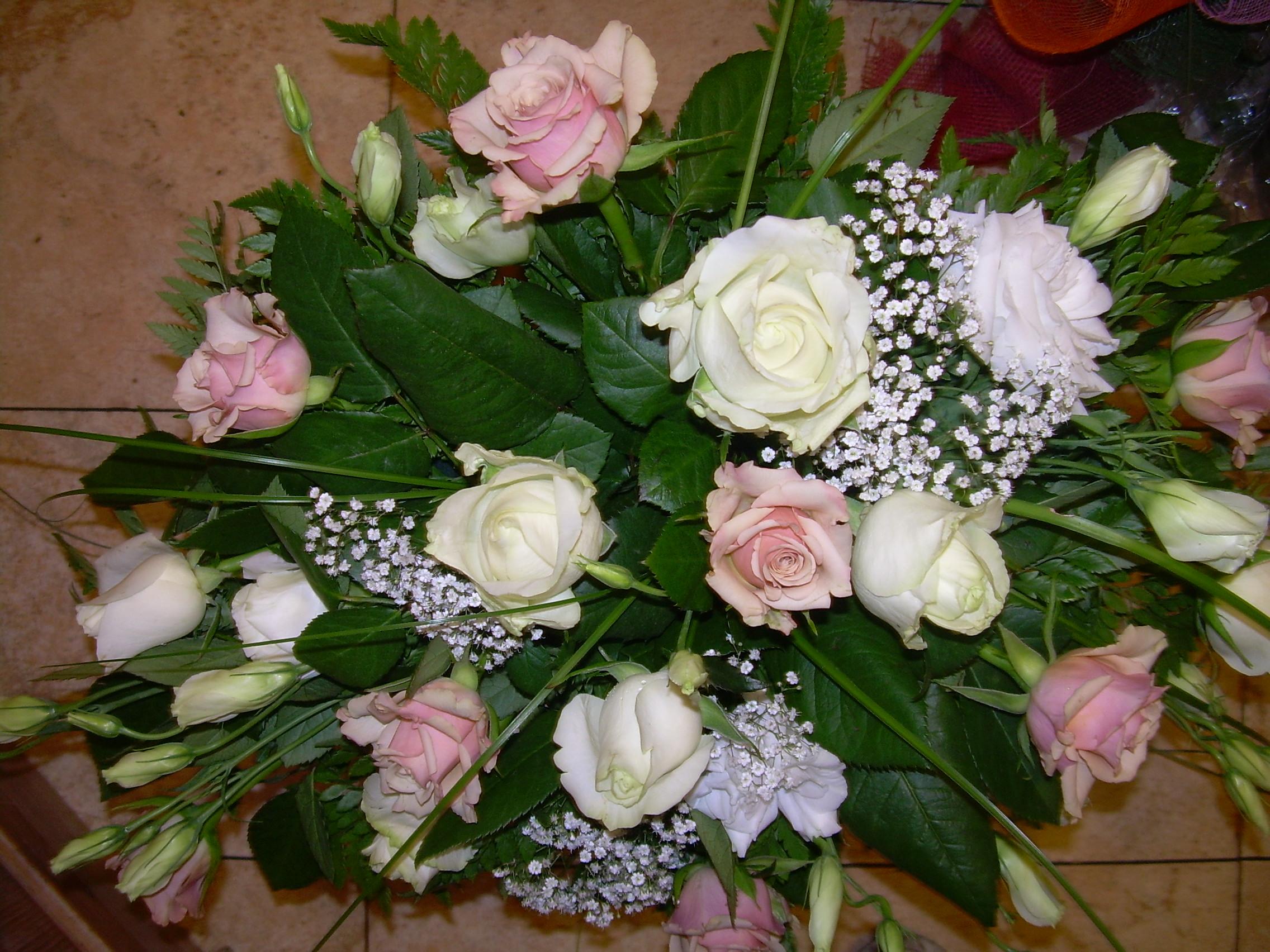 Rose Avalanche E Ortensie : Elisabetta fiori e piante centrotavola con rose bianche
