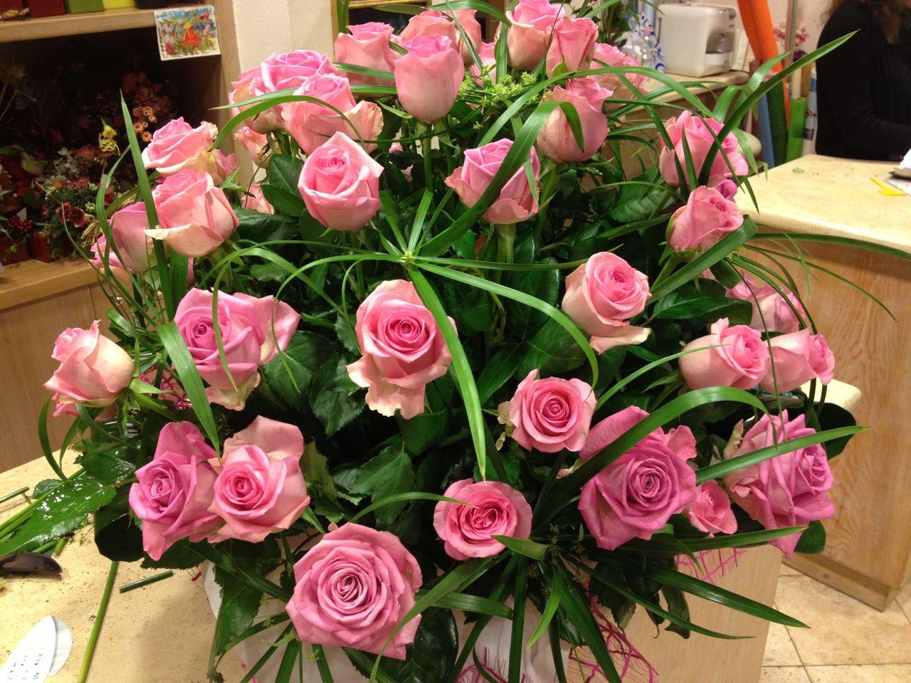 Elisabetta fiori e piante composizione rose rosa e papiro for Rose piante