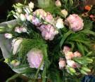 Bouquet di lisianthus e peonie