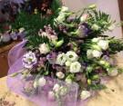 Bouquet di lisianthus bianco e viola