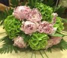 Bouquet di peonie e ortensie verdi