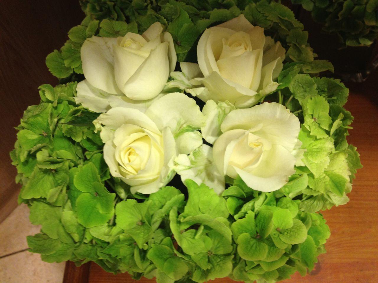 Centrotavola Ortensie Bianche : Elisabetta fiori e piante centrotavola con rose bianche