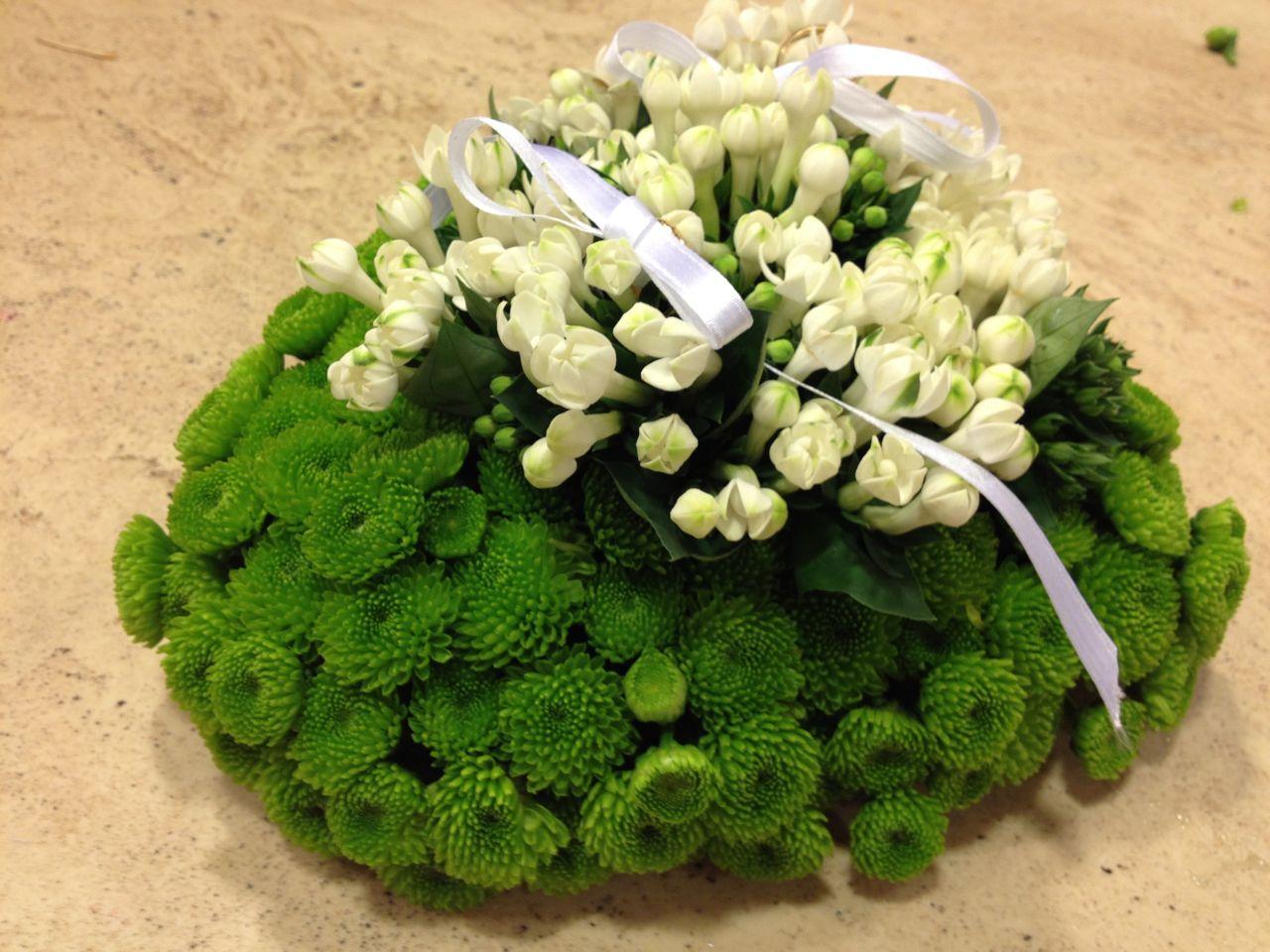 Elisabetta fiori e piante portafedi con fiori d arancio for Fiori verdi