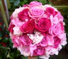 Bouquet di rose fucsia, rose aqua, ortensie bianche e rosa