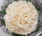 bouquet di rose vendela e fili di beargrass