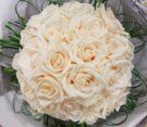 bouquet di rose vendela e fili di beargrass